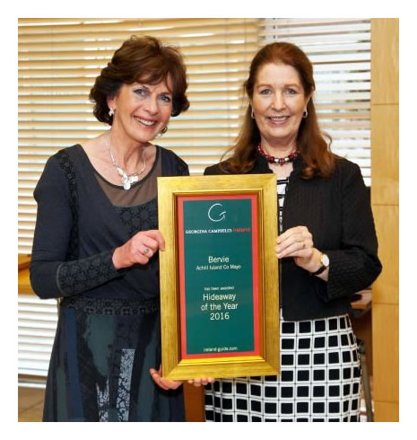 Elizabeth receives Hideaway of the Year 2016 award from Georgina Campbell
